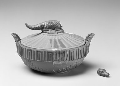 Wedgwood (1759-present). Sugarbowl and Lid, ca. 1810. Earthenware, 3 x 5 1/4 x 4 3/8 in.  (7.6 x 13.3 x 11.1 cm). Brooklyn Museum, Gift of Allen and Sydell Glass in memory of Norman Geberer, 1998.93.5a-b. Creative Commons-BY