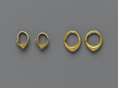 Sumerian. Hoop Earring, ca. 2600-2500 B.C.E. Gold, Diam. 7/16 in. (1.1 cm). Brooklyn Museum, Purchased with funds given by Shelby White, 1999.109.9. Creative Commons-BY