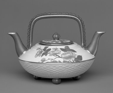 Worcester Royal Porcelain Co. (founded 1751). Teapot and Lid, ca. 1885. Porcelain, 5 7/8 x 8 1/2 x 7 3/8 in. (14.9 x 21.6 x 18.8 cm). Brooklyn Museum, Gift of the Estate of Harold S. Keller, 1999.152.114a-b. Creative Commons-BY