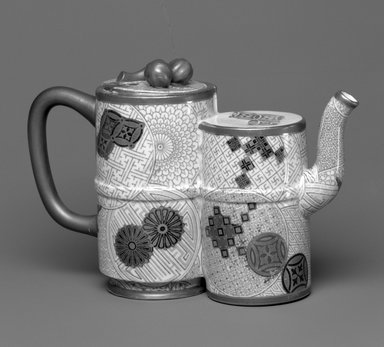 Worcester Royal Porcelain Co. (founded 1751). Teapot and Lid, 1877. Porcelain, 5 x 7 3/4 x 2 7/8 in. (12.7 x 19.7 x 7.3 cm). Brooklyn Museum, Gift of the Estate of Harold S. Keller, 1999.152.144a-b. Creative Commons-BY