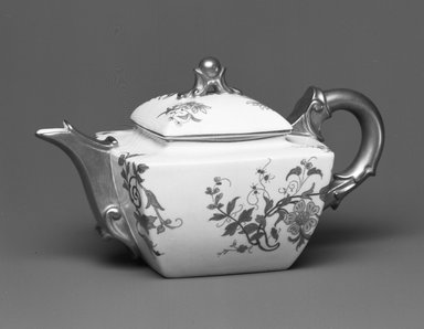 Worcester Royal Porcelain Co. (founded 1751). Teapot, 1890. Porcelain, 4 x 7 1/4 x 4 1/4 in. (10.2 x 18.4 x 10.8 cm). Brooklyn Museum, Gift of the Estate of Harold S. Keller, 1999.152.207a-b. Creative Commons-BY