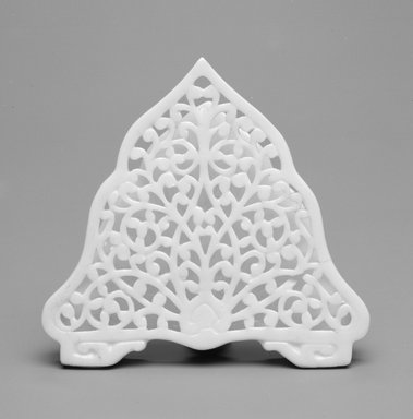 Grainger and Co.. Menu Holder, ca. 1885. Porcelain, 2 7/8 x 3 1/8 x 1 1/2 in. (7.3 x 7.9 x 3.8 cm). Brooklyn Museum, Gift of the Estate of Harold S. Keller, 1999.152.54. Creative Commons-BY