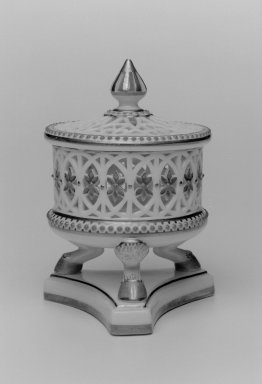 Grainger and Co.. Jar and Cover, before 1889. Porcelain, 4 3/4 x 3 1/2 x 3 in. (12.1 x 8.9 x 7.6 cm). Brooklyn Museum, Gift of the Estate of Harold S. Keller, 1999.152.93a-b. Creative Commons-BY