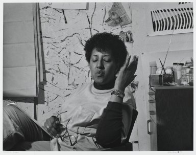 Arthur Mones (American, 1919-1998). Howardina Pindell, 1990. Gelatin silver photograph, image:  10 1/2 x 13 1/2 in.  (26.7 x 34.3 cm);. Brooklyn Museum, Gift of Wayne and Stephanie Mones at the request of their father, Arthur Mones, 2000.89.42. © Estate of Arthur Mones
