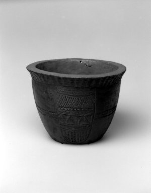 Grebo. Bowl, 19th or 20th century. Wood, metal tacks, metal wire, 7 1/4 x 10 x 10 in.  (18.4 x 25.4 x 25.4 cm). Brooklyn Museum, Gift of Blake Robinson, 2002.31.5. Creative Commons-BY