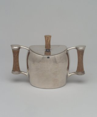 Niagra Falls Silver Co., a Division of Oneida Silversmiths (1877 to present). Sugar Bowl and Lid, from Three Piece Coffee Service, Heirloom Line, ca. 1955. Silverplate, wood, 4 1/4 x 6 1/4 x 3 1/8 in. (10.8 x 15.9 x 7.9 cm). Brooklyn Museum, Gift of Jewel Stern, 2003.11.4a-b. Creative Commons-BY