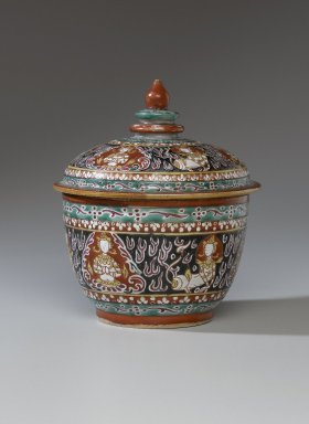 Covered Bencharong Jar, 19th century. Porcelain with enamel, bencharong, 7 x 6 1/8 in. (17.8 x 15.5 cm). Brooklyn Museum, Gift of the Doris Duke Foundation, 2003.64.6a-b. Creative Commons-BY