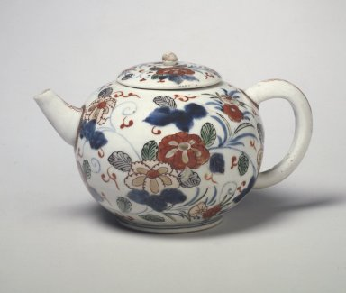 Teapot, ca. 1680. Porcelain with underglaze blue and overglaze enamel painting, 4 1/4 x 4 15/16 in. (10.8 x 12.5 cm). Brooklyn Museum, The Peggy N. and Roger G. Gerry Collection, 2004.28.52a-b. Creative Commons-BY