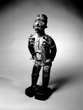 Kongo (Kakongo subgroup). Power Figure (Nkisi Nkondi), 19th century. Wood, iron, glass mirror, resin, pigment, 33 7/8 x 13 3/4 x 11 in. (86 x 34.9 x 27.9 cm). Brooklyn Museum, Museum Expedition 1922, Robert B. Woodward Memorial Fund, 22.1421. Creative Commons-BY