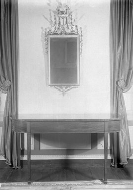 American. Mirror, ca. 1800. Gilt wood, Frame: 32 1/2 x 20 1/2 in. (82.6 x 52.1 cm). Brooklyn Museum, 16.516. Creative Commons-BY
