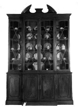 "Bookcase, ca. 1800. Mahogany, 11 3/4"" x 73 3/4"" x 23""  (29.8 x 187.3 x 58.4 cm). Brooklyn Museum, Charles Stewart Smith Memorial Fund, 26.757. Creative Commons-BY"
