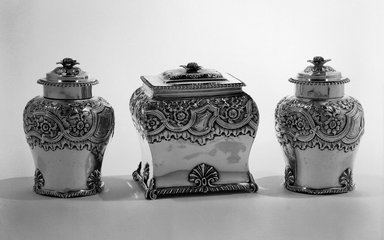 Humphrey Payne (English). Tea Caddy, 1746/7. Silver, 5 x 2 5/8 in. (12.7 x 6.7 cm). Brooklyn Museum, Gift of Reverend Alfred Duane Pell, 26.811.4a-b. Creative Commons-BY