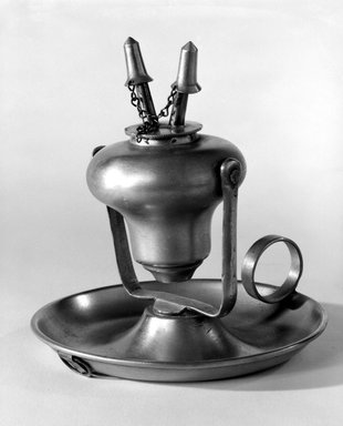 Endicott and Sumner. Lamp, 1846-1851. Pewter, Overall: 5 1/8 x 4 7/8 x 5 in. (13 x 12.4 x 12.7 cm). Brooklyn Museum, Gift of Mrs. Samuel Doughty, 27.522. Creative Commons-BY