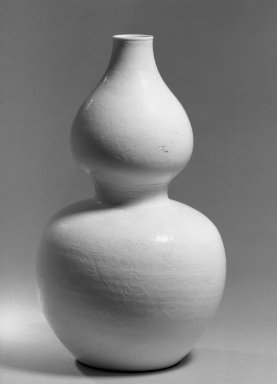 Double-Gourd Vase, 1662-1772. Porcelain, glaze, 11 3/8 x 6 3/4 in. (28.9 x 17.2 cm). Brooklyn Museum, Gift of the executors of the Estate of Colonel Michael Friedsam, 32.1188. Creative Commons-BY