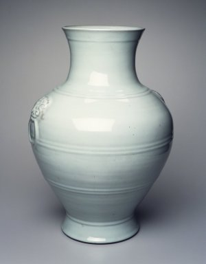 Large Thick Walled Vase, 1736-1795 C.E. Porcelain, glaze, 21 15/16 x 15 3/8 in. (55.8 x 39 cm). Brooklyn Museum, Gift of the executors of the Estate of Colonel Michael Friedsam, 32.1244. Creative Commons-BY