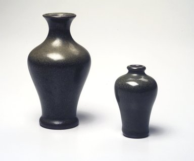 Tea Dust Jar or Vase. Earthenware, glaze, 4 7/8 x 2 3/4 in. (12.4 x 7 cm). Brooklyn Museum, Gift of the executors of the Estate of Colonel Michael Friedsam, 32.899. Creative Commons-BY