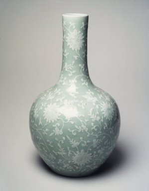 Globular Vase, 1736-1795. Porcelain with glaze and pigment, 15 3/8 x 8 15/16 in. (39.1 x 22.7 cm). Brooklyn Museum, Gift of the executors of the Estate of Colonel Michael Friedsam, 32.917. Creative Commons-BY