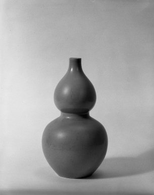 Double-Gourd Vase, 1736-1795. Porcelain with monochrome glaze, 12 1/2 x 7 1/8 in. (31.7 x 18.1 cm). Brooklyn Museum, Gift of the executors of the Estate of Colonel Michael Friedsam, 32.922. Creative Commons-BY