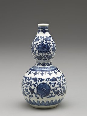 Vase of Double Gourd Shape, 1662-1722. Porcelain with cobalt-blue underglaze decoration (roasted blue-and-white), 5 3/16 x 2 15/16 in. (13.2 x 7.5 cm). Brooklyn Museum, Gift of the executors of the Estate of Colonel Michael Friedsam, 32.983. Creative Commons-BY
