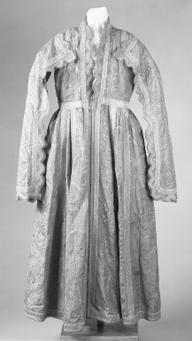 Woman's Robe, early 19th century. Red taffeta, Length 136.5. Brooklyn Museum, Gift of Mrs. Van S. Merle-Smith, 33.389. Creative Commons-BY