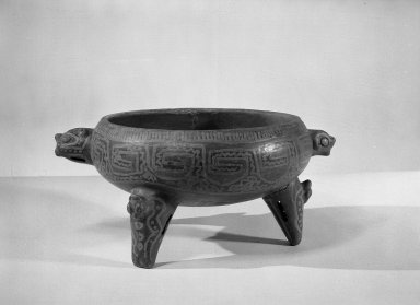 Tripod Bowl, 800-1500. Ceramic, pigments, 5 1/8 x 11 3/8 x 8 3/4 in. (13 x 28.9 x 22.2 cm). Brooklyn Museum, Alfred W. Jenkins Fund, 34.1895. Creative Commons-BY