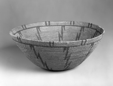 Apache (Native American). Coiled Basket with Zig-zag Design, first quarter 20th century. Devil's Claw filament, 12 x 31.7 cm. Brooklyn Museum, Gift of Mrs. Frederic B. Pratt, 37.173. Creative Commons-BY