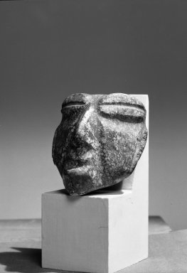 Head. Stone Brooklyn Museum, 37.297. Creative Commons-BY