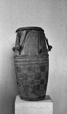 Fante. Ceremonial Drum, late 19th or early 20th century. Wood, (78.0 x 37.0 cm). Brooklyn Museum, A. Augustus Healy Fund, 38.10. Creative Commons-BY