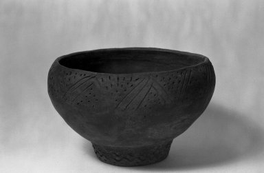 Monochrome Bowl. Clay Brooklyn Museum, Museum Expedition 1938, Dick S. Ramsay Fund, 38.590. Creative Commons-BY