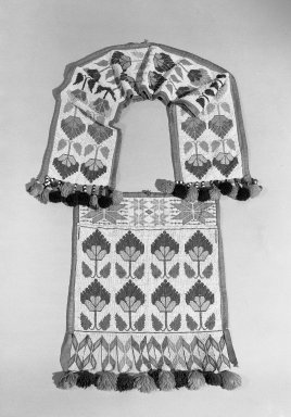Hochunk (Native American). Bandolier Bag, early 20th century. Bead, cloth, wool, 39 3/8 x 12 5/8 in. (100 x 32.1 cm). Brooklyn Museum, Dick S. Ramsay Fund, 38.632. Creative Commons-BY