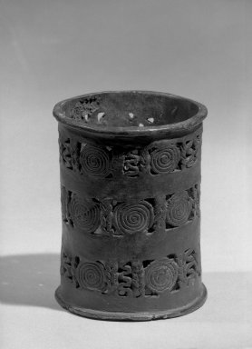 Edo. Altar Stand for a Vessel. Copper alloy, 4 5/16 x 3 3/8 in. (11 x 8.5 cm). Brooklyn Museum, Alfred W. Jenkins Fund, 39.114. Creative Commons-BY