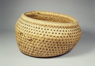 Straw Basket (Dunggumi), early 20th century. Straw, 18 7/8 x 12 3/16 x 15 9/16 in. (48 x 31 x 39.6 cm). Brooklyn Museum, Brooklyn Museum Collection, 40.928.18. Creative Commons-BY