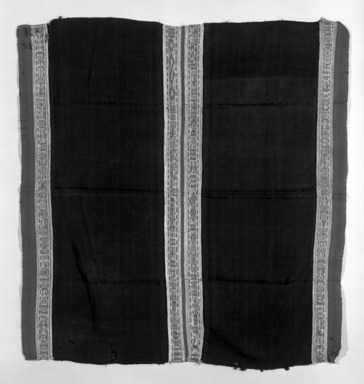 Mantle, 18th century. Camelid fiber, silk, silver, linen, 38 9/16 x 35 7/16 in. (98 x 90 cm). Brooklyn Museum, Museum Expedition 1941, Frank L. Babbott Fund, 41.1275.163. Creative Commons-BY