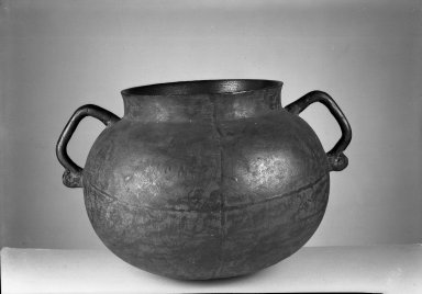 Kitchen Vessel, ca. 1730. Bronze, 9 13/16 x 8 9/16 in. (25 x 21.7 cm). Brooklyn Museum, Museum Expedition 1941, Frank L. Babbott Fund, 41.1276.3. Creative Commons-BY