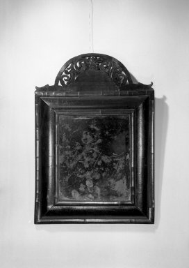 American. Looking Glass. Walnut veneer, 25 x 17 1/4 x 2 3/4 in. (63.5 x 43.8 x 7 cm). Brooklyn Museum, Anonymous gift, 42.118.34. Creative Commons-BY