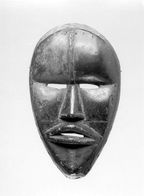 Dan. Mask, late 19th or early 20th century. Wood, 8 1/2 x 5 1/2 x 3 in. (21.6 x 14 x 7.6 cm). Brooklyn Museum, Gift of Arthur Wiesenberger, 43.177.10. Creative Commons-BY
