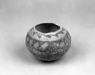 Southwest (unidentified) (Native American). Bowl. Clay, slip, pigment, 4 3/4 x 6 1/8 in. (12.1 x 15.6 cm). Brooklyn Museum, Anonymous gift in memory of Dr. Harlow Brooks, 43.201.222. Creative Commons-BY