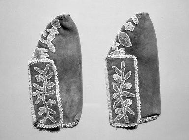 Northeast (unidentified) (Native American). Pair of Moccasins SEE L61.15a,b, possibly late 18th or early 19th century. Buffalo hide, beads, sinew, ribbon, 3 x 2 7/8 x 8 in. (7.6 x 7.3 x 20.3 cm). Brooklyn Museum, Anonymous gift in memory of Dr. Harlow Brooks, 43.201.323a-b. Creative Commons-BY