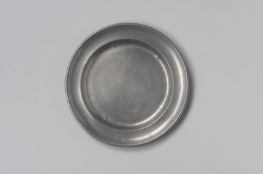 Spencer Stafford. Plate, ca. 1820-1830. Pewter, 5/8 x 8 x 8 in. (1.6 x 20.3 x 20.3 cm). Brooklyn Museum, Gift of Arthur W. Clement, 45.1.2. Creative Commons-BY