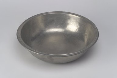 Thomas Danforth III. Basin, 1777-1800. Pewter, 2 1/4 x 9 1/8 x 9 1/8 in. (5.7 x 23.2 x 23.2 cm). Brooklyn Museum, Designated Purchase Fund, 45.10.107. Creative Commons-BY