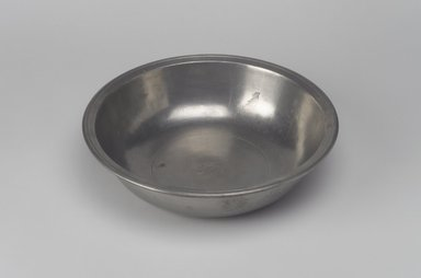 Richard Austin. Basin, 1793-1817. Pewter, 2 x 8 x 8 in. (5.1 x 20.3 x 20.3 cm). Brooklyn Museum, Designated Purchase Fund, 45.10.16. Creative Commons-BY