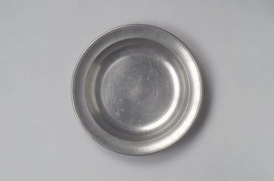 Thomas Danforth III. Dish, ca. 1807-1813. Pewter, 1 5/8 x 11 5/8 x 11 5/8 in. (4.1 x 29.5 x 29.5 cm). Brooklyn Museum, Designated Purchase Fund, 45.10.182. Creative Commons-BY