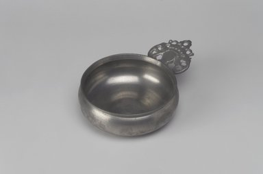 """Unknown. Porringer, with Unidentified """"R.G."""" Touch, probably late 18th-early 19th century. Pewter, 1 7/8 x 6 1/8 x 4 1/2 in. (4.8 x 15.6 x 11.4 cm). Brooklyn Museum, Designated Purchase Fund, 45.10.229. Creative Commons-BY"""