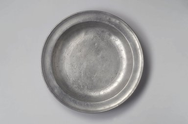 Samuel Pierce. Deep Dish, 1792-1830. Pewter, 1 3/4 x 13 1/4 x 13 1/4 in. (4.4 x 33.7 x 33.7 cm). Brooklyn Museum, Designated Purchase Fund, 45.10.30. Creative Commons-BY