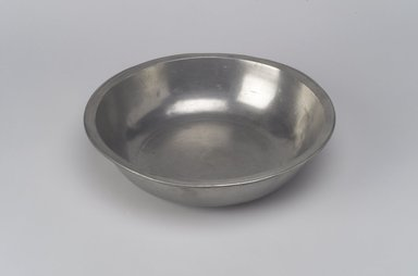 David Melville. Basin, 1776-1793. Pewter, 2 x 8 x 8 in. (5.1 x 20.3 x 20.3 cm). Brooklyn Museum, Designated Purchase Fund, 45.10.34. Creative Commons-BY
