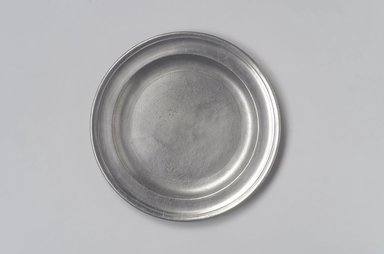 Thomas Melville (The Younger). Plate, 1796-1824. Pewter, 5/8 x 8 3/8 x 8 3/8 in. (1.6 x 21.3 x 21.3 cm). Brooklyn Museum, Designated Purchase Fund, 45.10.44. Creative Commons-BY