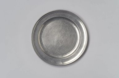 Gershom Jones. Plate, 1774-1809. Pewter, 1/2 x 8 x 8 in. (1.3 x 20.3 x 20.3 cm). Brooklyn Museum, Designated Purchase Fund, 45.10.48. Creative Commons-BY