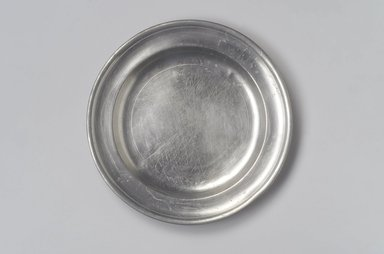 Thomas Danforth II. Plate, 1755-1782. Pewter, 7/8 x 9 x 9 in. (2.2 x 22.9 x 22.9 cm). Brooklyn Museum, Designated Purchase Fund, 45.10.67. Creative Commons-BY