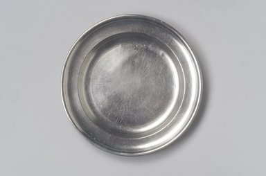 Thomas Danforth II. Plate, 1755-1782. Pewter, 7/8 x 8 7/8 x 8 7/8 in. (2.2 x 22.5 x 22.5 cm). Brooklyn Museum, Designated Purchase Fund, 45.10.68. Creative Commons-BY
