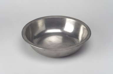 Joseph Danforth. Basin, 1780-1788. Pewter, 2 1/4 x 9 x 9 in. (5.7 x 22.9 x 22.9 cm). Brooklyn Museum, Designated Purchase Fund, 45.10.98. Creative Commons-BY